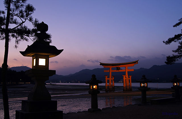 Tori o puerta flotante en Miyajima.