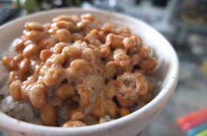 Natto o soja fermentada, alimento típico de Japón.