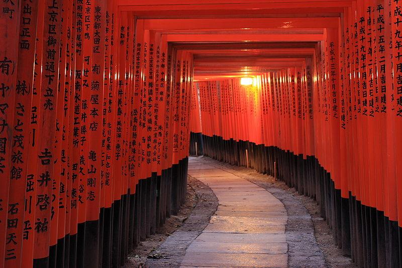 Toris o puertas sintoístas en el Fushimi-Inari.