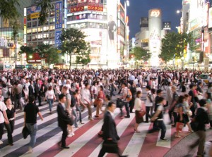 Famoso cruce de Shibuya por la noche