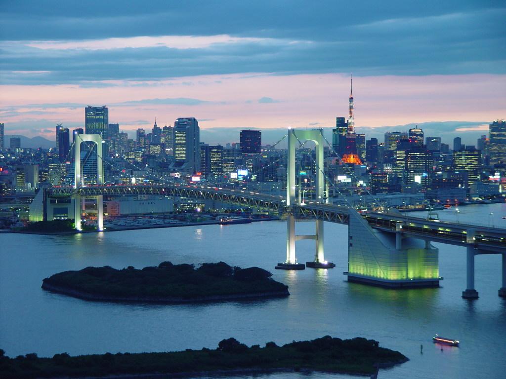 La bahía de Tokio al anochecer.
