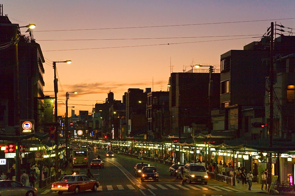 Imagen del atardecer en Yasaka en Kioto